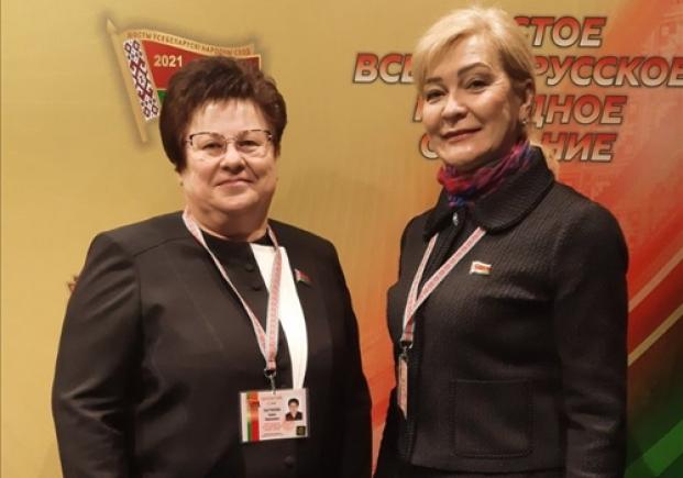 С коллегой - депутатом Мингорсовета Цепкало С.И. на VI Всебелорусском народном собрании (11.02.2021)